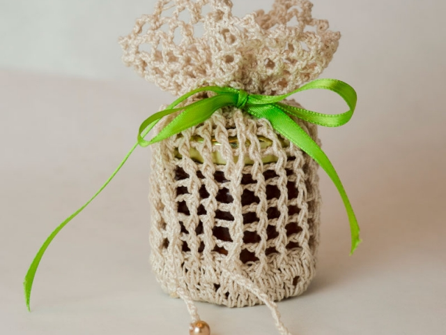 Knitted Homemade DIY Honey Jar Wedding Favor Idea