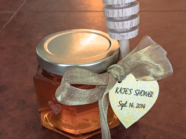 Heat tag with tied dipper Homemade DIY Honey Jar Wedding Favor Idea