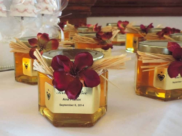 paper flower tied lid Homemade DIY Honey Jar Wedding Favor Idea