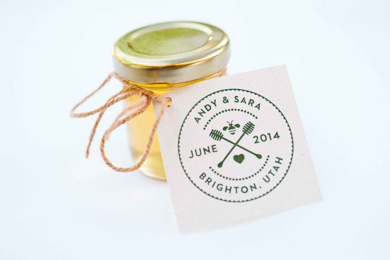 Homemade DIY Honey Jar Wedding Favor Ideas that are inspired!