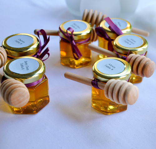 DIY Honey Favors with wooden dippers - the perfect wedding favor