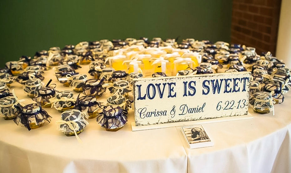 10 Wedding Favor Display Ideas