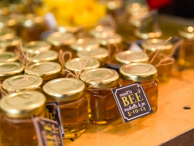 Meant to Bee tag Homemade DIY Honey Jar Wedding Favor Idea