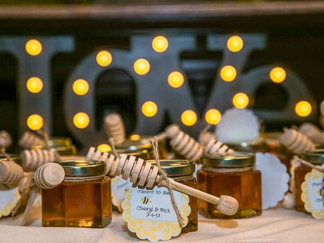 Scalloped tag Homemade DIY Honey Jar Wedding Favor Idea