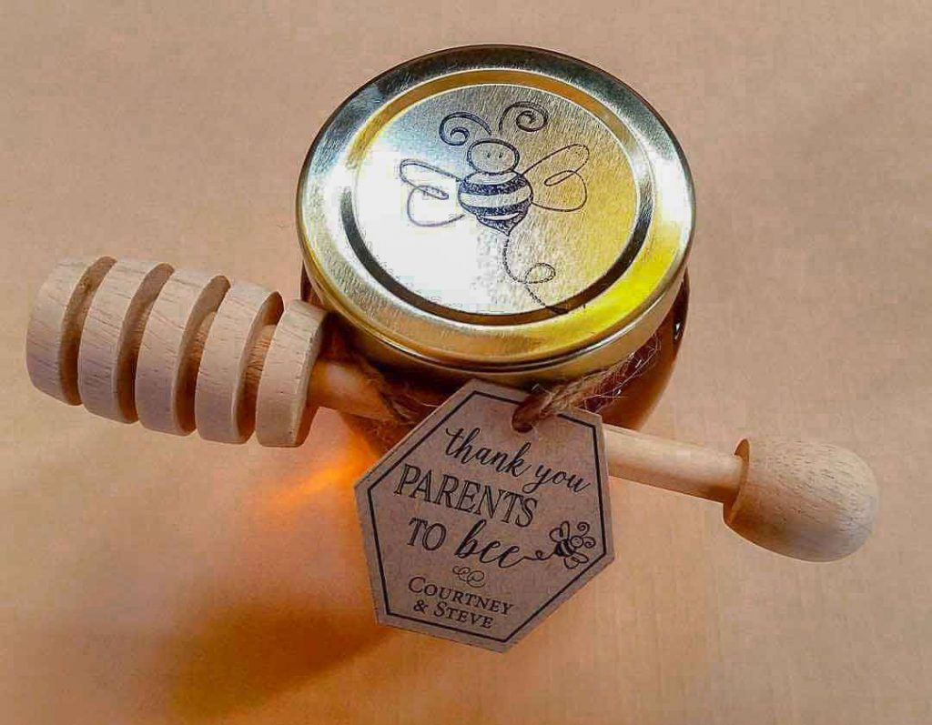 a Parents to Bee Tag is a honey baby shower favors diy idea