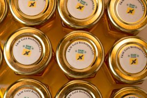 Round-Favor-Labels-with-E+M-Gold-Beekeekeepers-logo