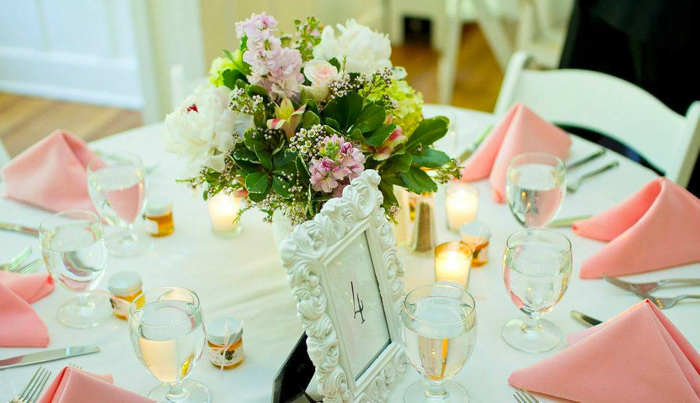 10 wedding table decoration and place setting ideas from for Small table setting ideas