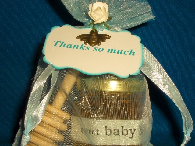 Bee decorated organza bag Homemade DIY Honey Jar Wedding Favor Idea